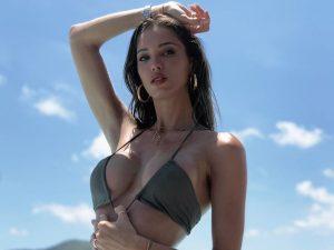 Esta es la postura más favorecedora para posar en bikini