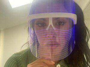 ¿Una máscara de luces led? El secreto de las Kardashian para parecer siempre jóvenes