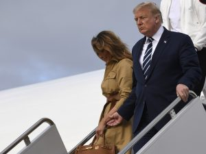 Vídeo viral: Melania Trump rechaza la mano de su marido, Donald Trump, con brusquedad