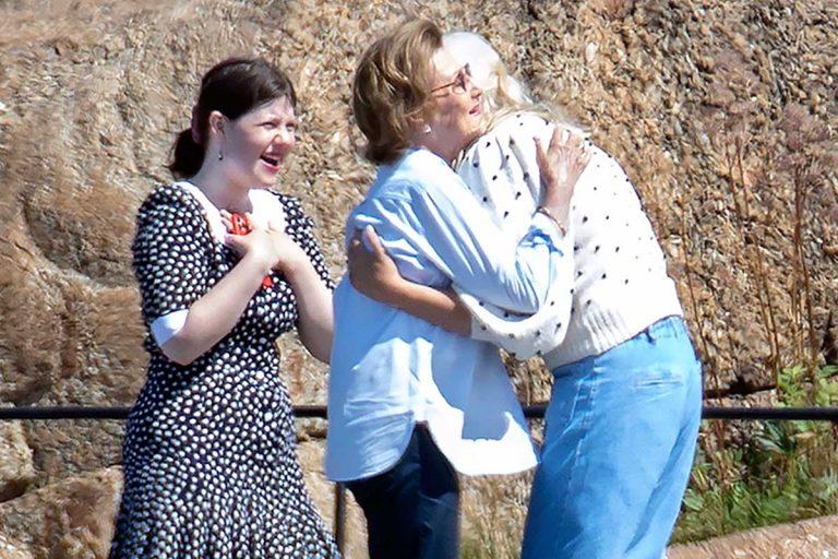 Abrazos, reencuentros y emoción de la Familia Real noruega en un verano especial