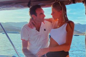 Enrique Ponce y Ana Soria disfrutan de sus vacaciones ajenos a los rumores de crisis