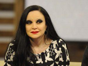 Alaska, presentadora sorpresa de 'Cine de Barrio': la artista sustituye a Concha Velasco