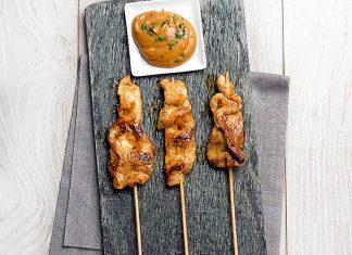 Brochetas de pollo satay