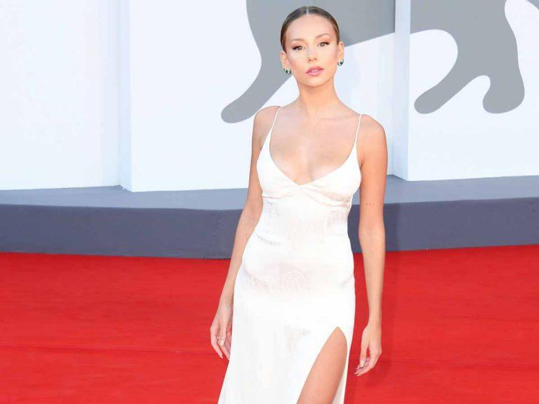 El vestido que Ester Expósito llevó en Venecia puede ser tuyo