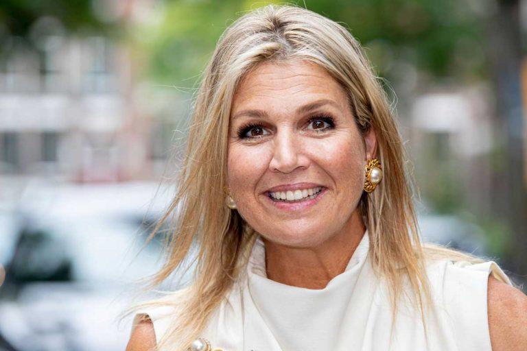 Máxima de Holanda reaparece sin mascarilla y con perlas XXL