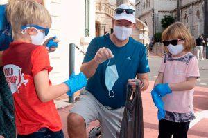 Alberto de Mónaco enseña a sus hijos a limpiar eco (como la Reina Sofía)
