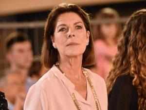 Carolina de Mónaco reaparece en un concierto con el pelo rubio