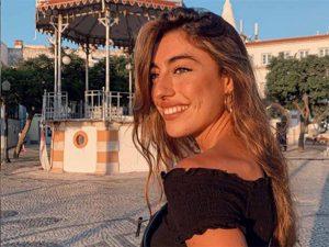 Claudia, la hija de Raquel Revuelta, recicla el vestido ideal de invitada (y es de Zara)