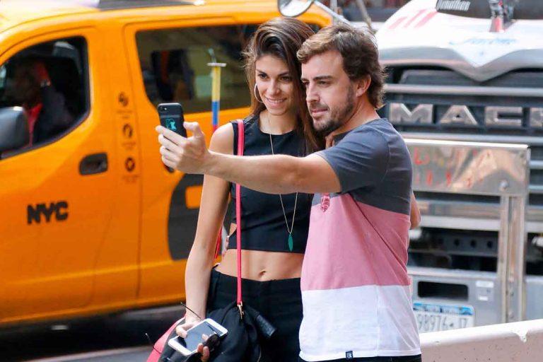 El cambio de actitud de Fernando Alonso: levanta el veto a su casa y su novia, Linda Morselli