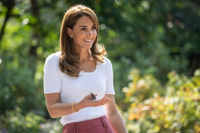 Así combina Kate Middleton la camiseta básica que todas tenemos en el armario