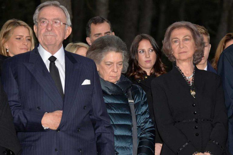 Atacan y destrozan la tumba de los padres de la Reina Sofía