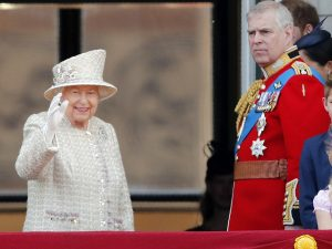 El príncipe Andrés, desplazado por su familia en un día muy importante para todos