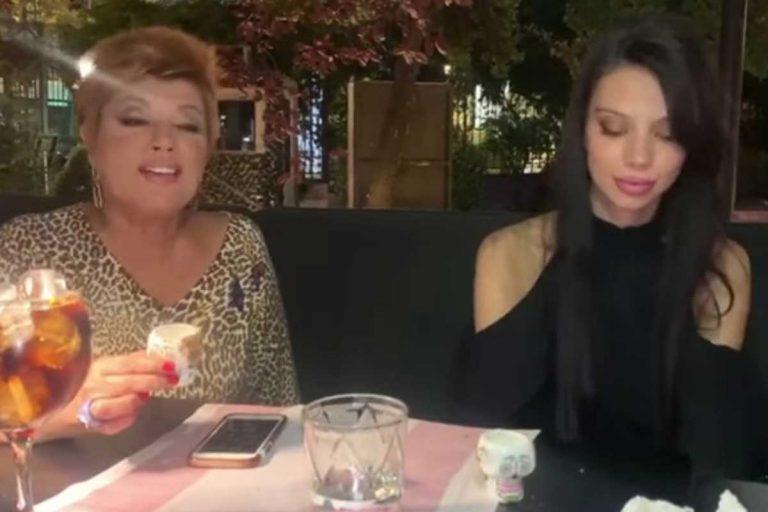 Fotos del día: el brindis de Terelu Campos para celebrar el cumpleaños de su hija, Alejandra Rubio, seis meses después