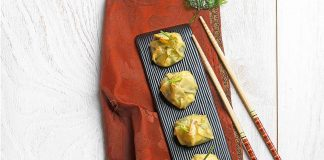 Wonton rellenos de espinacas y queso feta