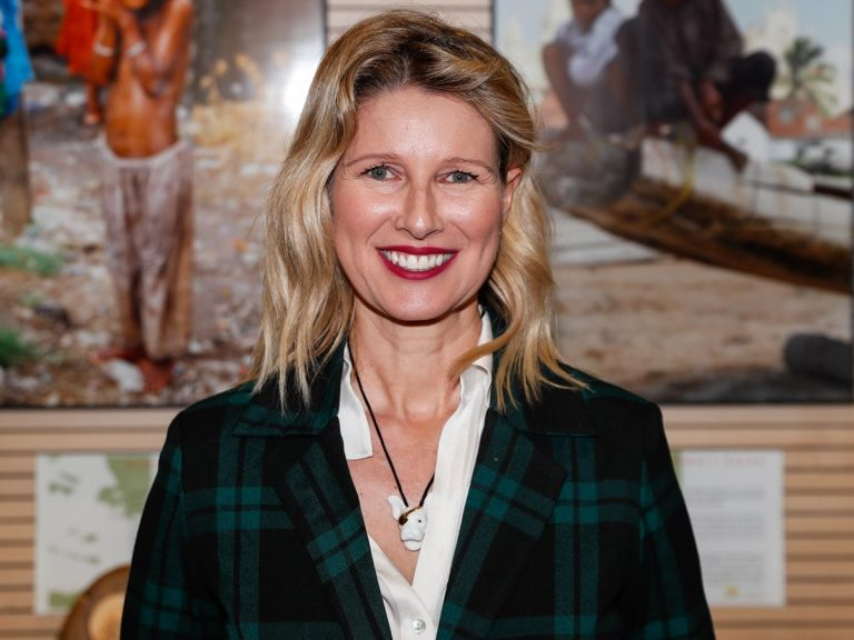 Anne Igartiburu pasa del look más cómodo al más elegante en menos de una hora