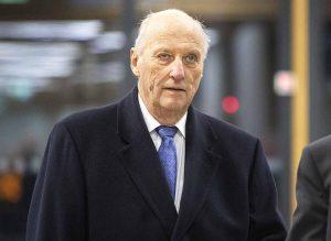 El rey Harald de Noruega, en la UCI tras ser operado del corazón