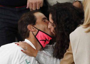 Fotos del día: El romántico beso de Rafa Nadal a Xisca Perelló tras ganar su 13º Roland Garros