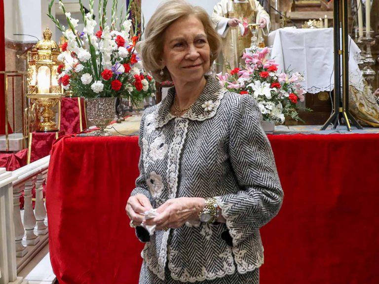 El bolso (de 1.000 euros y de Valentino) que une a la reina Sofía con Paula Echevarría