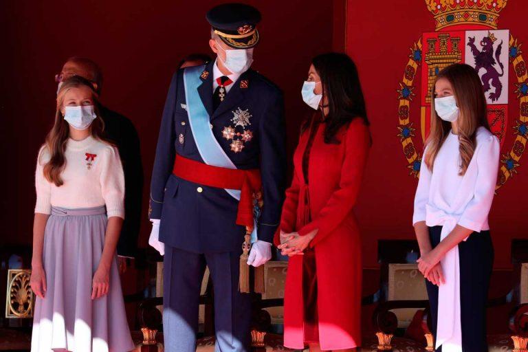 Los Reyes y sus hijas presiden la Fiesta Nacional más rara de la historia