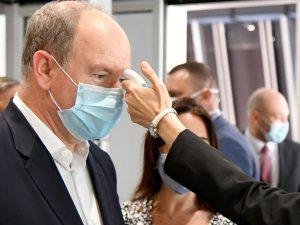 El príncipe Alberto de Mónaco, pillado en una fiesta sin ley: sin mascarillas y sin distancia