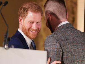 """El príncipe Harry, más duro que nunca contra su familia: """"Es como estar en un zoo"""""""