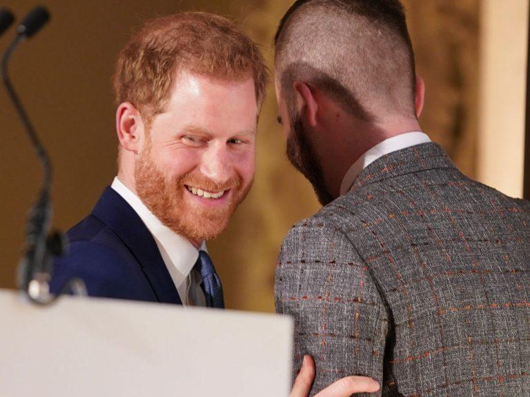 """Cressida Bonas, exnovia del príncipe Harry, le define como """"herido y narcisista"""""""