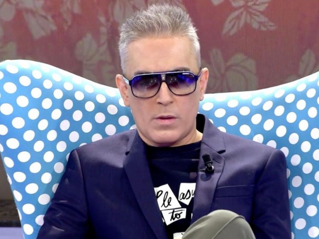Kiko Hernández Presenta Sálvame Con Gafas De Sol Por Qué Oculta Sus Ojos