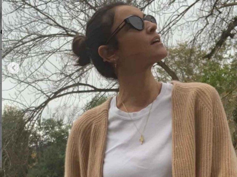 Blanca Romero tiene el mejor look del otoño (con chaqueta de punto de Mango)