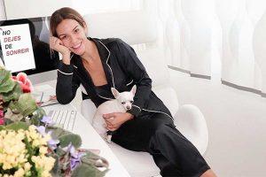Tamara Gorro enseña su despacho después de haberle dado un cambio