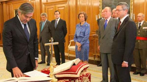 Jura de Enrique López como magistrado del Tribunal Constitucional