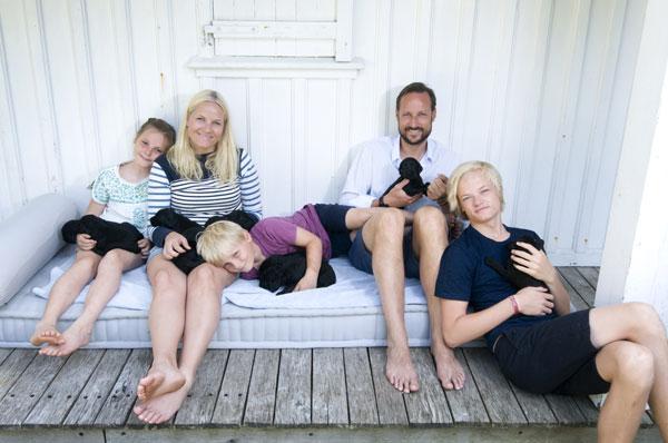 Haakon y Mette-Marit con sus hijos