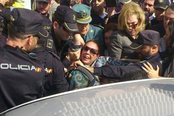 Isabel Pantoja a la salida de la Audiencia de Málaga