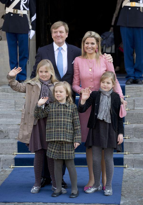Guillermo y Maxima con sus hijas