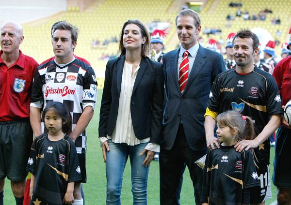 Andrea y Carlota Casiraghi con Fernando Alonso y Max Biaggi