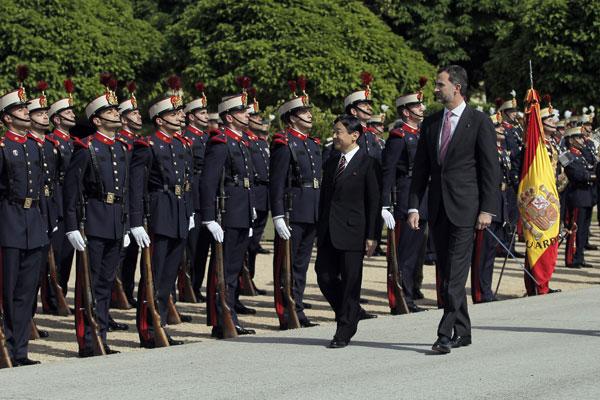 El príncipe Felipe con Naruhito de Japón