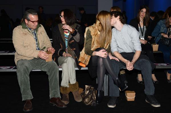 Paola Dominguín con su novio y Nicolás Coronado con su novia