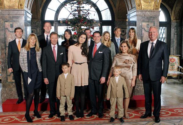 Felix de Luxemburgo y Claire Lademacher con sus familias en el castillo de Berg