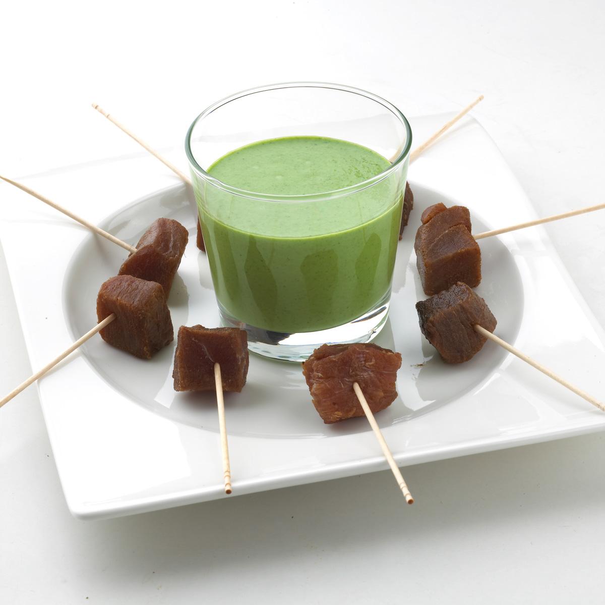 Pinchos de atún curado a la crema de gazpacho verde