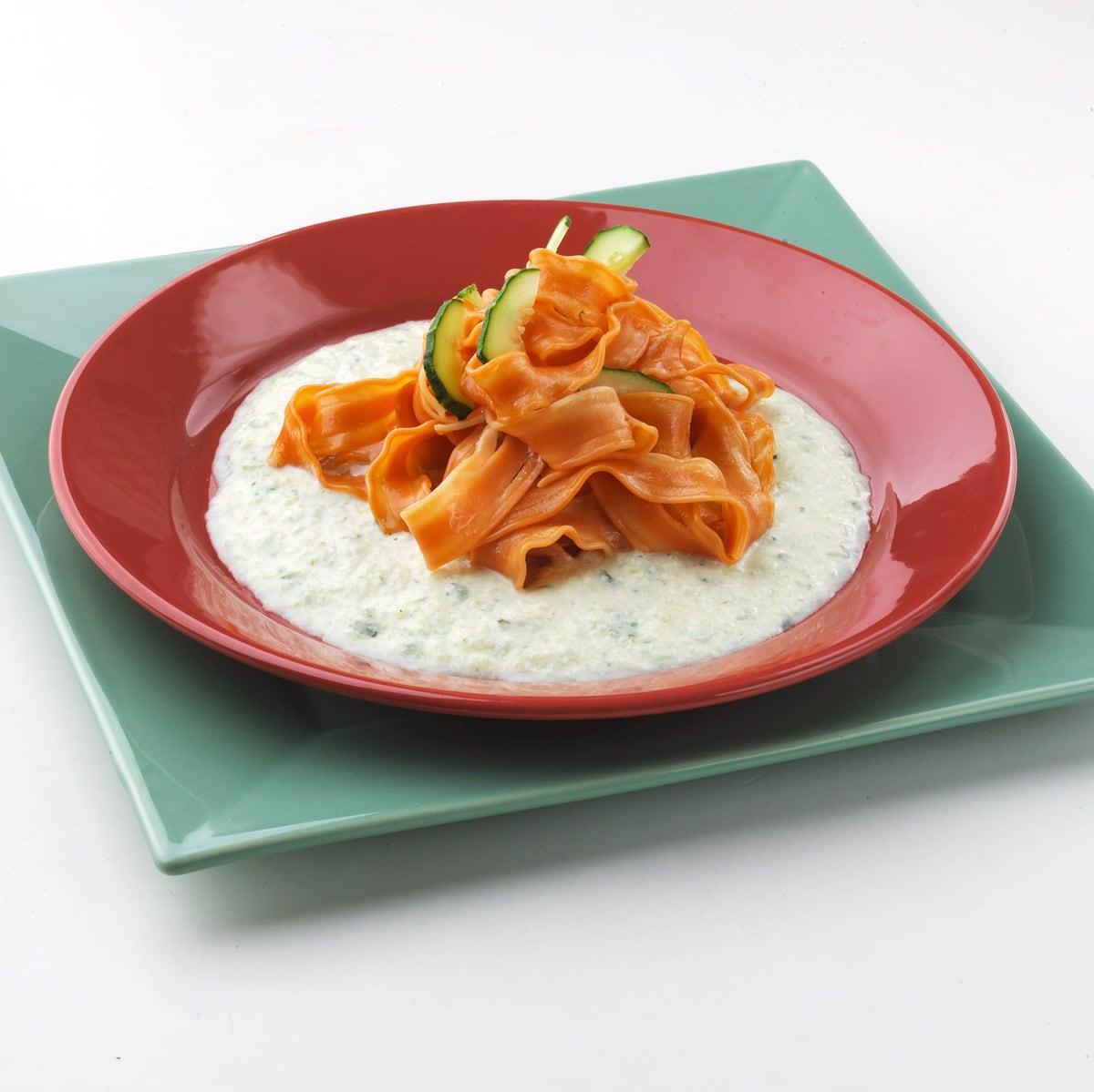 Tallarines de zanahoria con crema de pepino