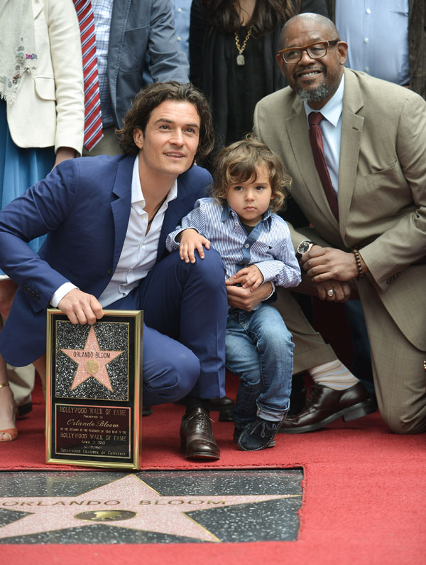 Orlando Bloom con su hijo Flynn y el actor Forest Whitacker