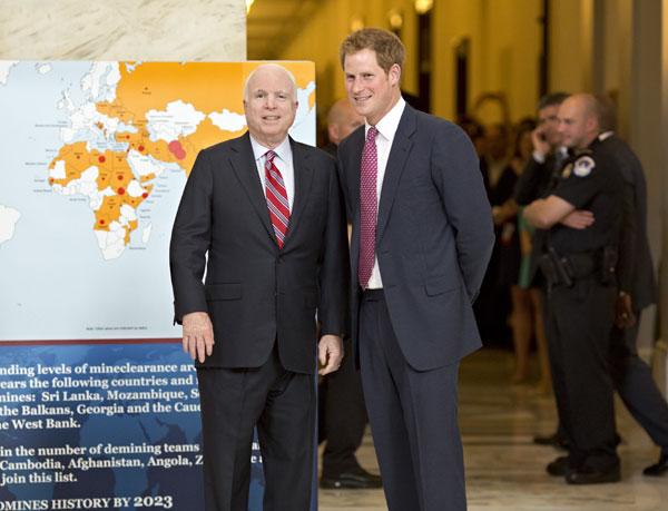 Principe Harry y el senador John McCain