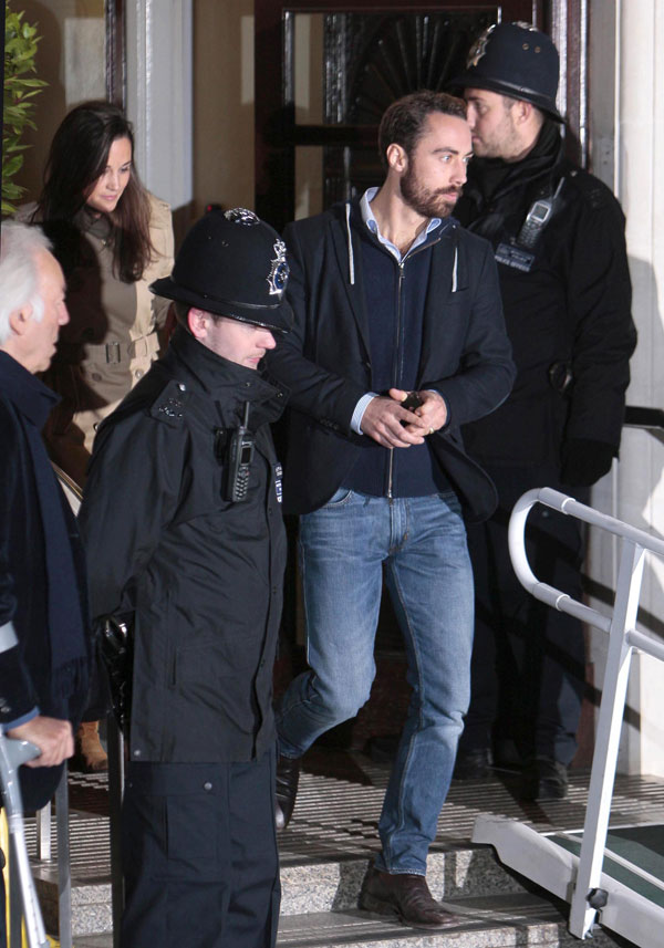 Pippa y James Middleton a la salida del hospital King Edward VII de Londres