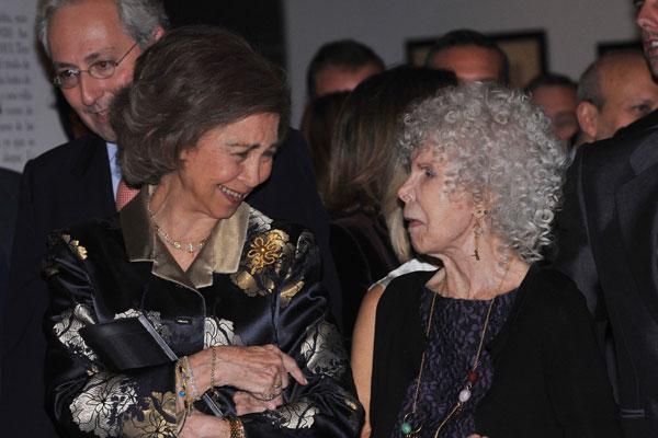 Cayetana explicó algunos detalles de la exposición a la reina