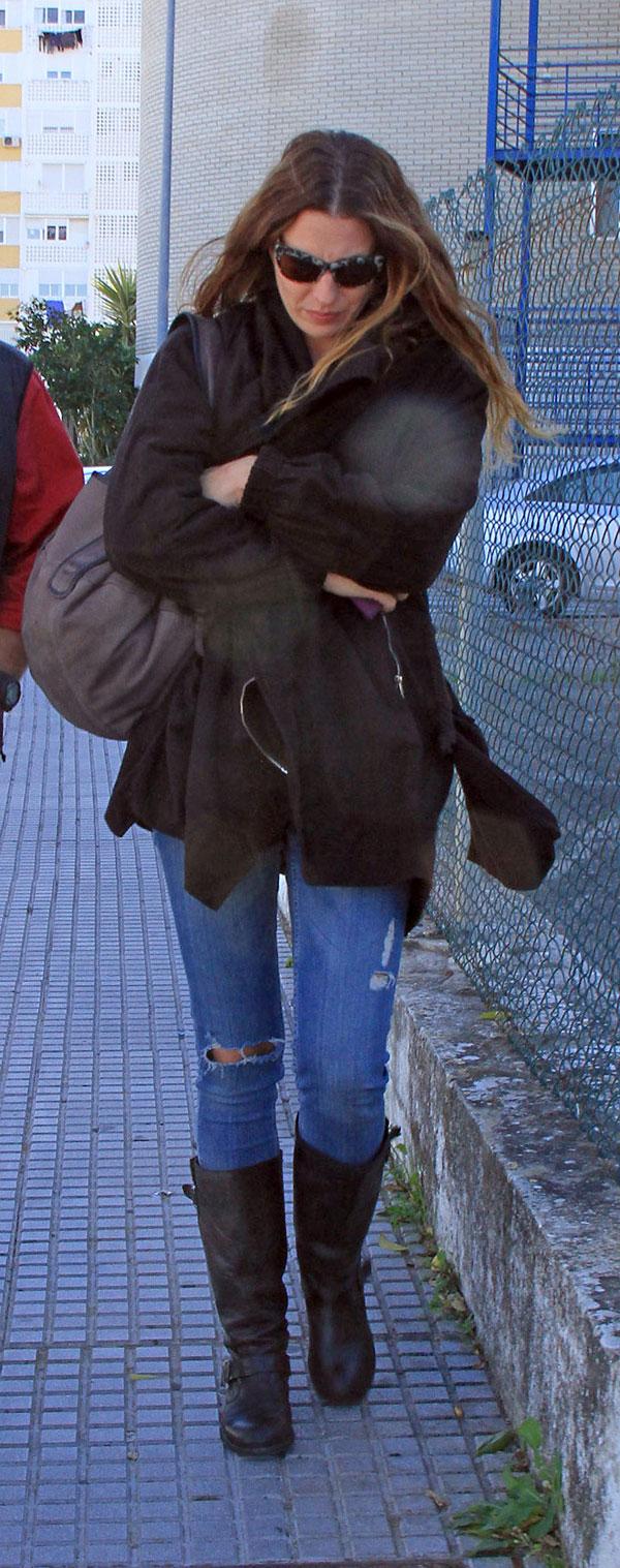 Alejandra Ortiz Domecq, hija mayor de Bertin Osborne, saliendo del hospital de Jerez de la Frontera