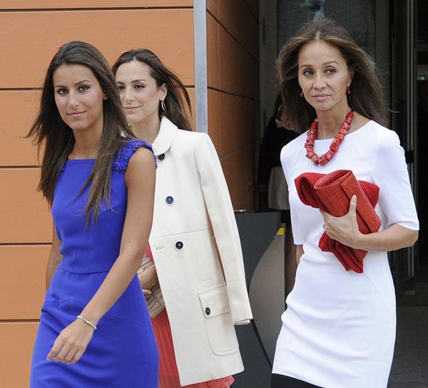 Ana Boyer, Tamara Falcó e Isabel Preysler en la Universidad Pontificia de Comillas en Madrid