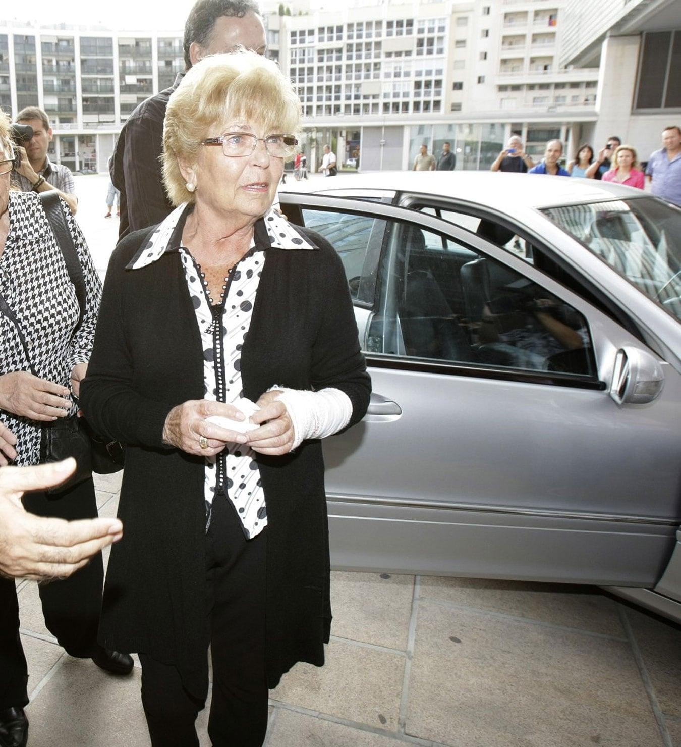 Anita Marx a su llegada al Ayuntamiento de Benidorm donde se instaló la capilla ardiente de Manolo Escobar