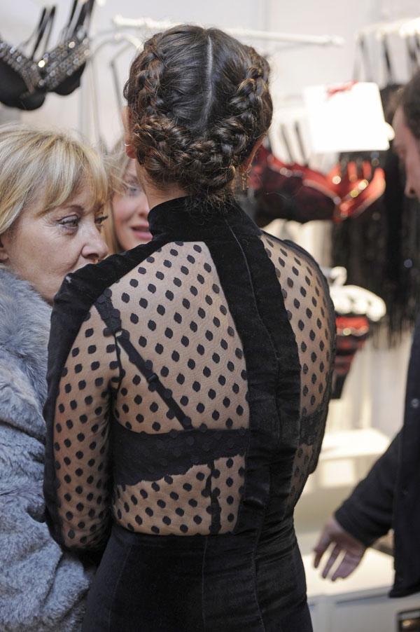 Detalle espalda Blanca Suarez en la inauguración de la tienda Intimissimi en Madrid