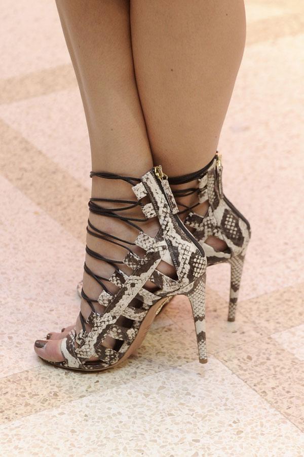 Detalle sandalias Blanca Suarez en la inauguración de la tienda Intimissimi en Madrid