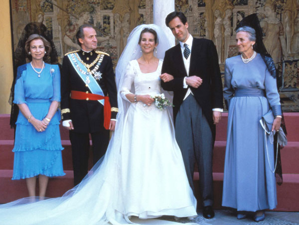 REINA SOFIA ,REY JUAN CARLOS I DE ESPAÑA EN BODA INFANTA ELENA Y JAIME DE MARICHALAR JUNTO CONCEPCION SAENZ DE TEJADA SEVILLA 1995