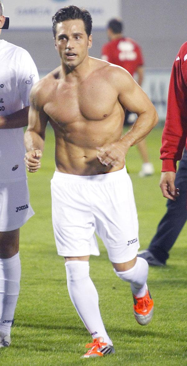 Bustamante-futbol-sin-camiseta